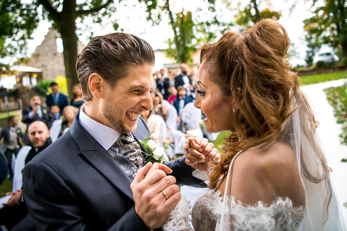Hochzeit Burg Schwarzenstein freie Trauung Kuss