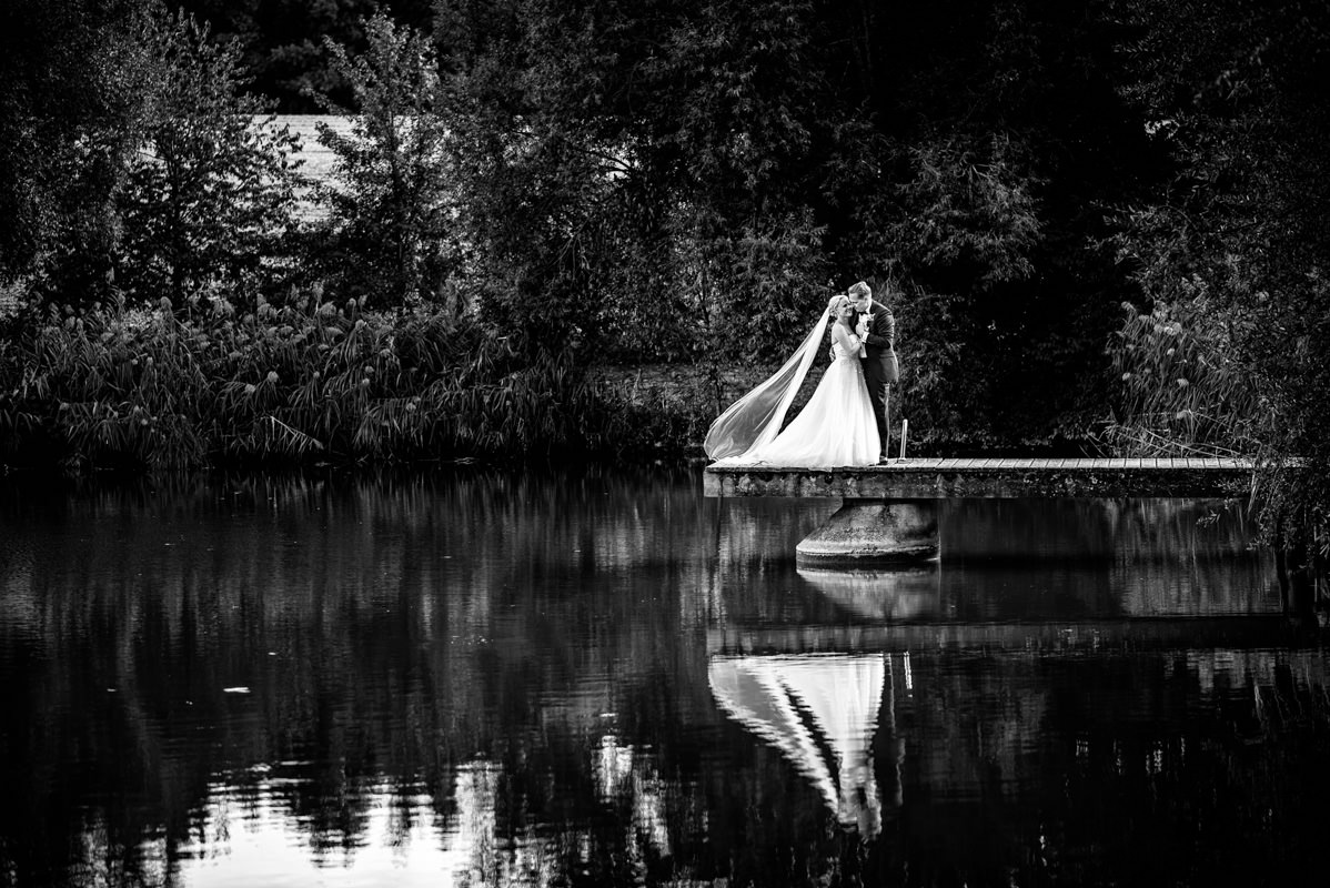 Hochzeitsfotograf Rotes Schloss Brautpaarportraits am See