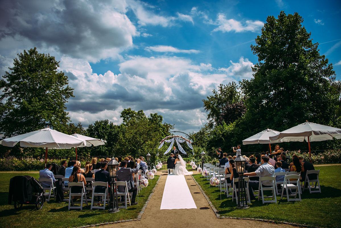 Hochzeit Schloss Vollrads im Garten freie Trauung