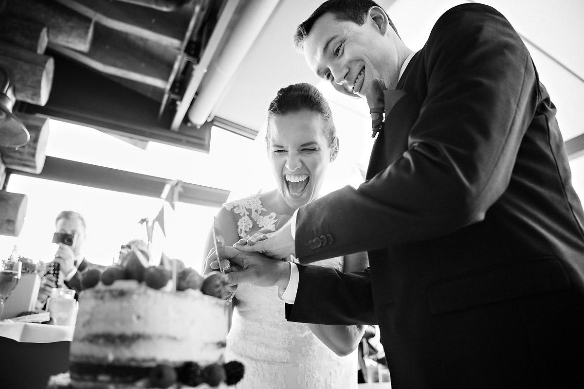 Torte anschneiden Hochzeitsfeier Landhotel Voshövel