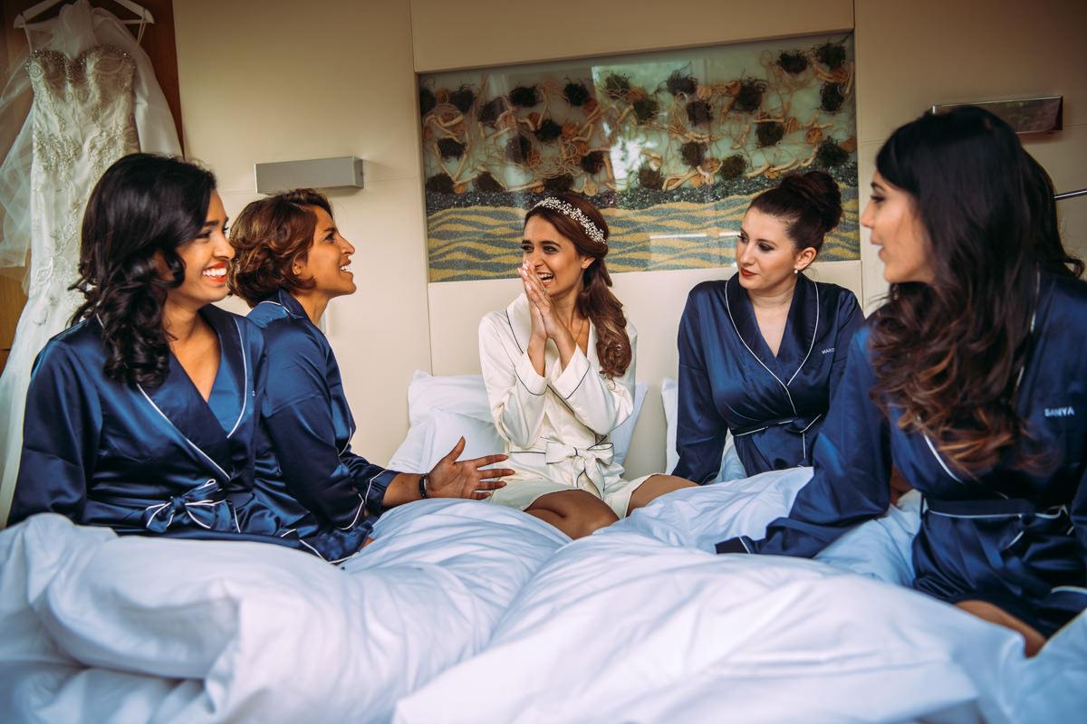 Braut und Brautjungfern im Hotel Kaisergarten