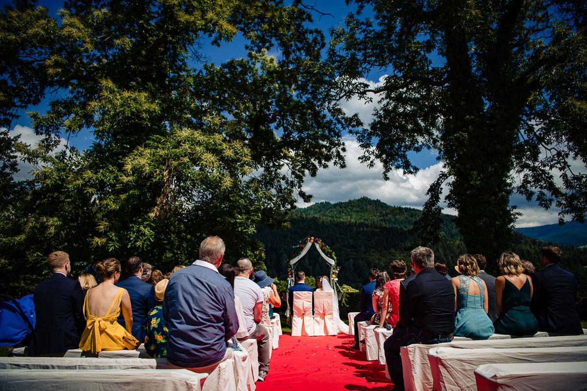 freie Trauung im Rosengarten auf Schloss Eberstein